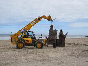 Game of Thrones film set at Downhill Beach : lifting sculptures by loops on the top of each massive piece